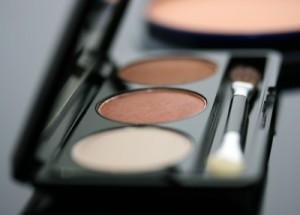 Ekologiczna-dziewczyna-makijaż